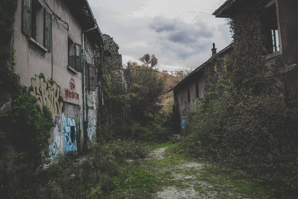 Abandoned buildings are a great vintage photography theme that captures a certain vibe.