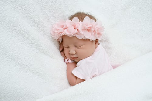 Newborn Photography: The Pros And Cons